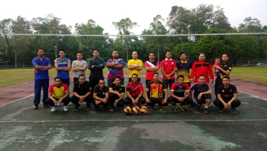 Volleyball friendly match between INSTUN and the District and Land Teacher Office