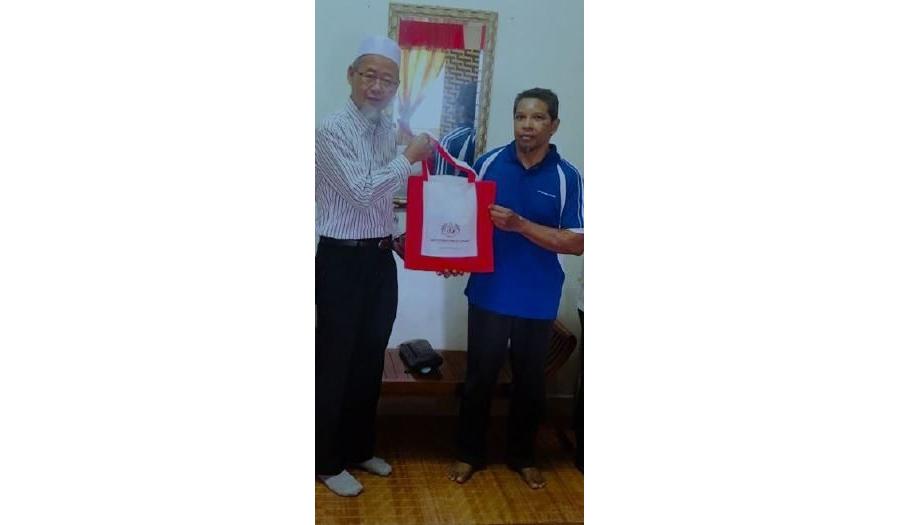 Sesi Ziarah Dan Penyampaian Sumbangan Aidilfitri Kepada Kakitangan INSTUN, En. Mohd Safri Bin Kamarudin